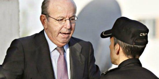"""Al exjefe de la Casa del Rey, juzgado por las tarjetas black, le molesta que le griten """"¡chorizo!"""""""