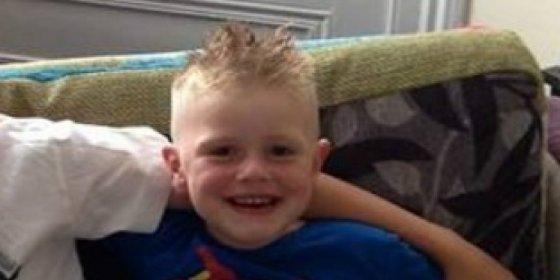 Muere un niño de cuatro años al engancharse su capucha en el pomo de una puerta