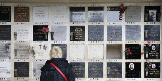 Zaragoza: Profana la tumba de su amigo porque creía que era una muerte 'fake'