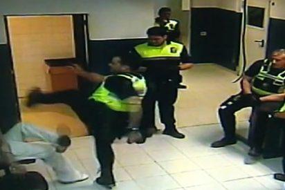 Patada en el culo a los cuatro policías locales de Palma que agredieron así a un detenido