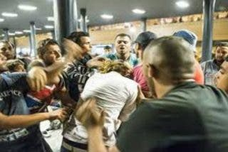 [VÍDEO] Los seis refugiados salidos violan a una sueca en silla de ruedas... ¡y les dejan libres por la cara!
