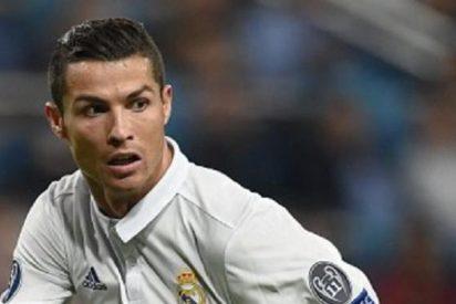Roce entre Cristiano Ronaldo y Zinedine Zidane en medio del partido