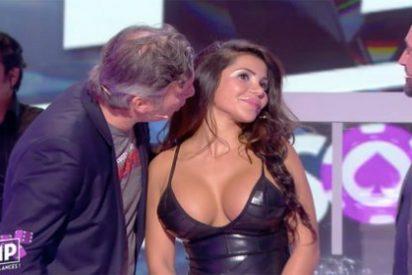 [VÍDEO] El presentador de TV besa una teta a traición y le cae la del pulpo