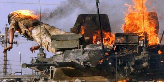 [VÍDEO] El suicida del DAESH desata el pánico y explota contra una fila de tanques iraquíes