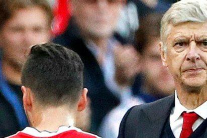 """Wenger se pone cómico con la renovación de Özil: """"¿Conoces un banco?"""""""