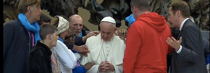 ... y los pobres tomaron Roma, y bendijeron al Papa