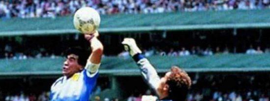 Maradona y su gol con la mano de Dios