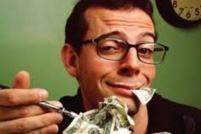 El polícía se come los billetes al ser pillado cobrando un soborno