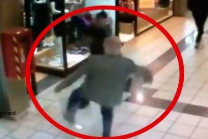 El anciano de 84 años derriba a un ladrón cuando huía con su botín y casi la palma