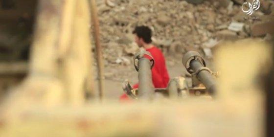 ¡Con un bazoka!: Así ejecutaron los fanáticos islamistas a un soldado sirio