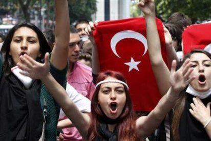 Las chicas turcas contra una ley de abusos a menores que suspende las penas si se está casado con la víctima