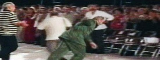 El vídeo de la brutal caída de Fidel Castro en un homenaje a Che Guevara