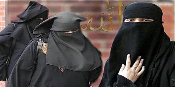[VÍDEO] El viejo verde musulmán que restriega su 'cebolleta' en un 'culo burka'