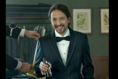 El cursi de Pablo Iglesias posa vestido de 'pingüino', con pajarita y botellín de cerveza