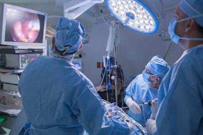 Impresionantes imágenes: Extraen un tumor de 15 kilos