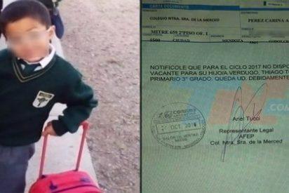 Un niño de 8 años saca malas notas tras el asesinato de su padre... y lo echan del colegio