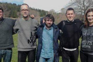 Con esta foto de Évole con su amigo Otegi y otros facinerosos etarras, cerró Girauta la discusión en Twitter