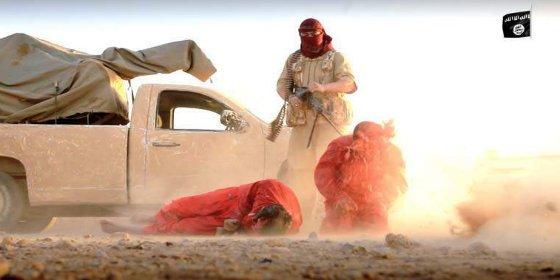 [VÍDEO SIN CENSURA] Ametrallados en el desierto sirio por ISIS y abandonados a los buitres