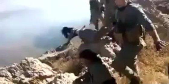 [VÍDEO] La salvaje ejecución de dos fieras guerrilleras kurdas en Turquía