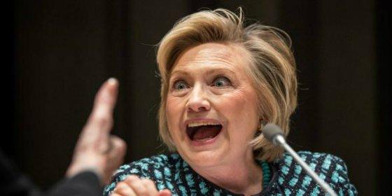 El FBI da carpetazo a los correos de Hillary Clinton y la salva 'in extremis'