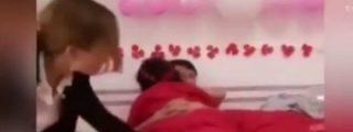 [VÍDEO] Los recién casados chinos que fornican ante sus cochinos invitados