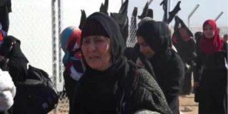 [VÍDEO] Con esta emoción se quitan sus burkas las mujeres de Mosul rescatadas del ISIS