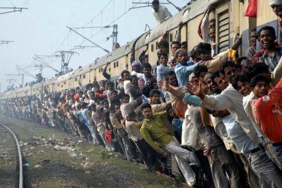 Un tren descarrila en la India cobrándose mas de 100 víctimas