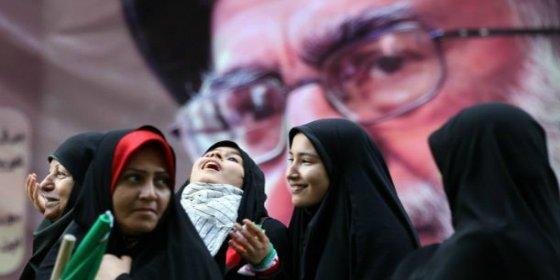 [FOTOS] Así marcan con latigazos a las mujeres los amigos iraníes de Podemos ¡porque van a fiestas 'mixtas'!