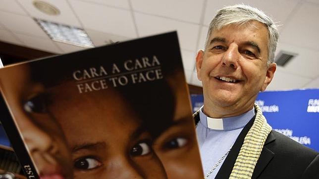 """""""Cara a cara. Camboya"""" retrata la labor humanitaria del religioso Kike Figaredo en ese país"""