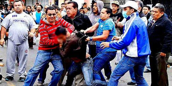 La paliza de muerte al venezolano que roba el móvil a una embarazada