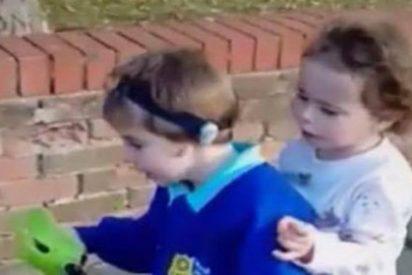 Los niños de 3 y 4 años que han pasado la noche con el cadáver de su madre