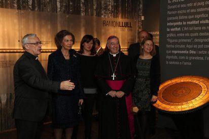 La Reina Sofía visita la exposición sobre Ramon Llull en Palma