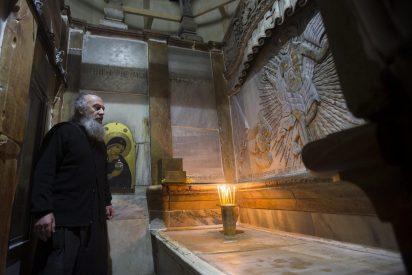 Abren la tumba de Jesús para restaurarla