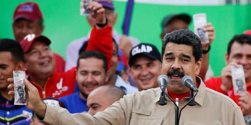 Las indignación popular obliga a Maduro a dar marcha atrás y permitir la circulación del billete de 100 bolívares