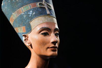 Atribuyen unas piernas momificadas a la reina Nefertari