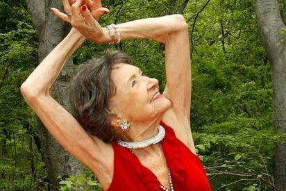 La profesora de yoga de 98 años que nos explica el secreto de la felicidad