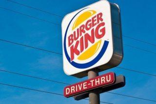 El Tesla confunde el logotipo de Burger King con una señal de 'alto' y se hace campaña publicitaria