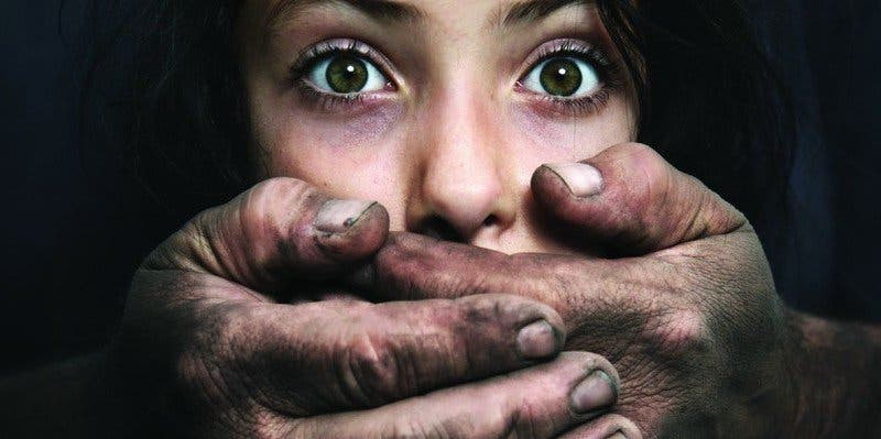 El horror de una británica tras ser secuestrada y violada durante 13 años