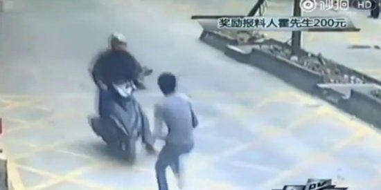 El ratero roba su iPhone a un maestro de kung-fu y acaba por los suelos