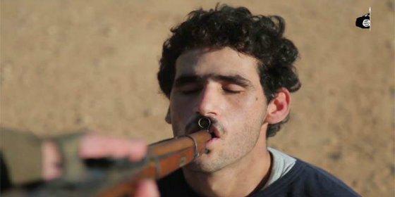 [VÍDEO SIN CENSURA] La comunión con bala que dan los demonios del ISIS a cuatro boquiabiertos infieles