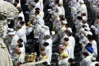 """El Vaticano quiere que los curas sean """"honrados, nunca hipócritas y con sentido estético"""""""