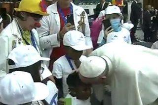 """El Papa denuncia la """"tentación de transformar los hospitales en empresas"""""""