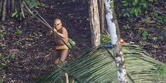 Las asombrosas fotos de una tribu aislada tomadas en Brasil por casualidad