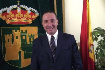 Multado por conducir borracho el alcalde de Serranillos que bajó el sueldo a la Policía