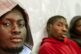 Al menos 200 subsaharianos, varios de ellos heridos, saltan la valla de Ceuta