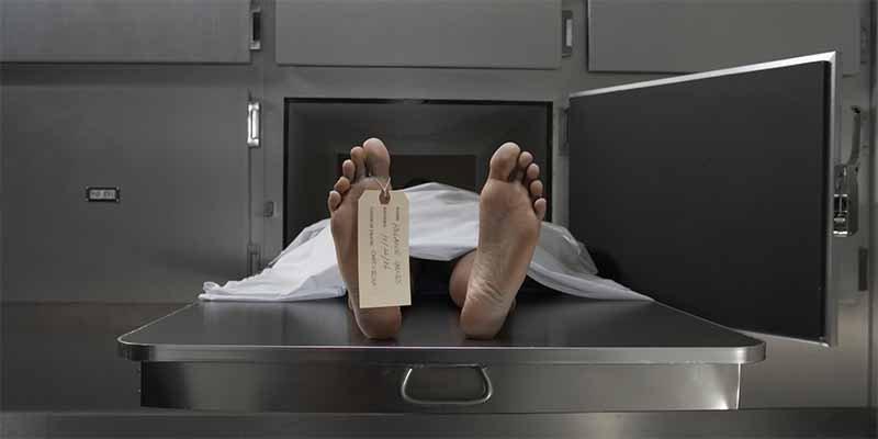 El 'muerto' despierta en la morgue y regresa a la fiesta donde había bebido hasta 'morir'