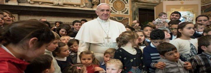 """Papa: """"Navidad nos enseña que estamos llamados a servir por amos a los más débiles"""""""
