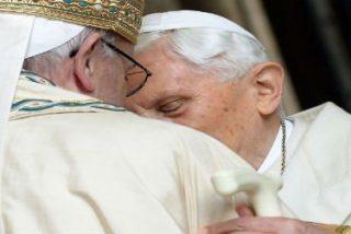 Francisco visitó a Benedicto XVI para felicitarle la Navidad