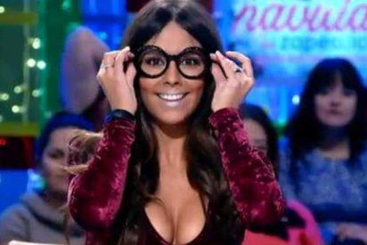 """Cristina Pedroche se blanquea los morros: """"¿Ha comido polvorón?"""""""