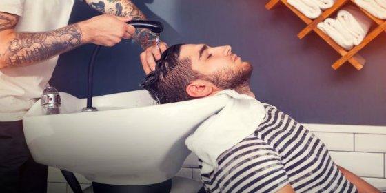 El hombre que tuvo un derrame cerebral por lavarse el pelo en la peluquería